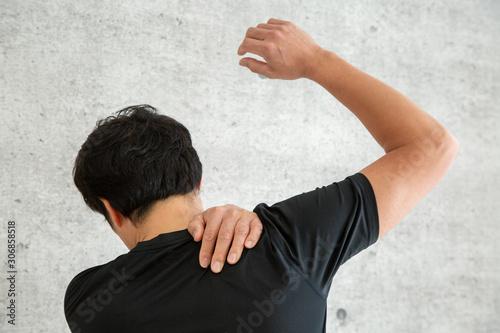 スポーツウェアを着た男性 Wallpaper Mural