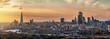 Weites Panorama der Stadtlandschaft von London, Großbritannien, während eines Sonnenunterganges im Herbst
