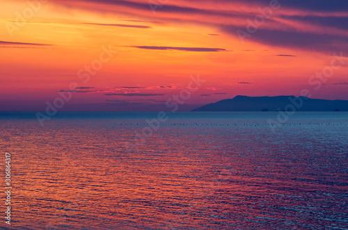 Papiers peints Grenat Sunset on the Black sea.