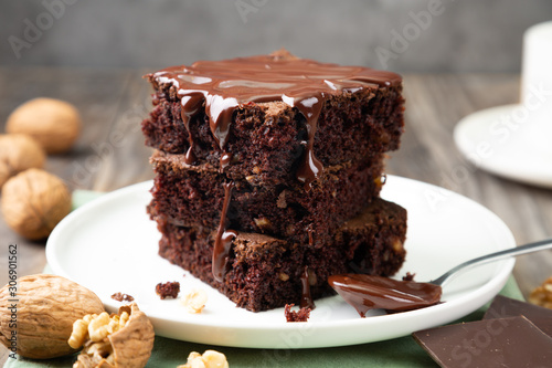 Cuadros en Lienzo Delicious brownies with melted chocolate on a stack