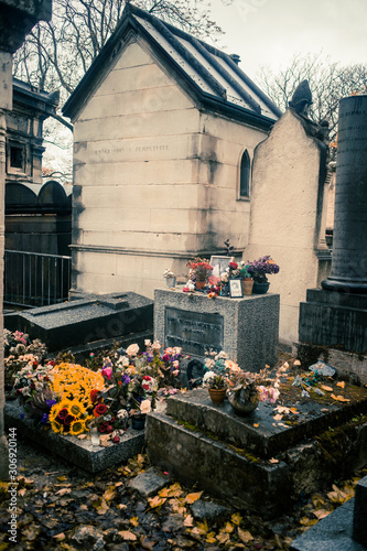 Photo Paris, France - November 18, 2019: Graves and crypts in Pere Lachaise Cemetery,