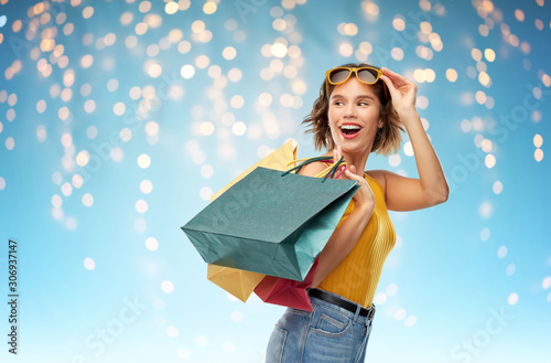 Fotomural  sale and people concept - happy smiling young woman in yellow top and jeans with