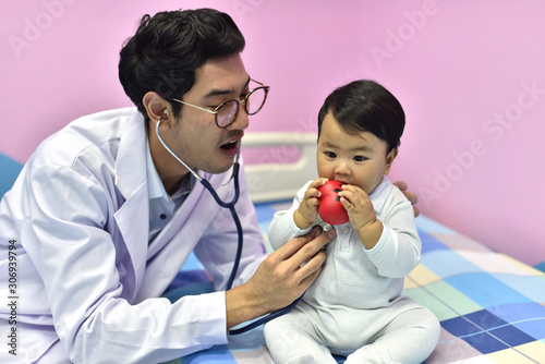 Photo Doctors and children who are treated