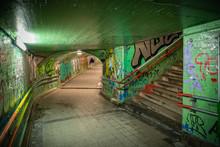 Tunel Urbano Debajo Del Ferrocarril En España