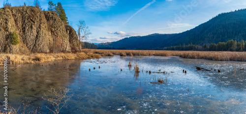 Photo Anderson lake Idaho on cold morning