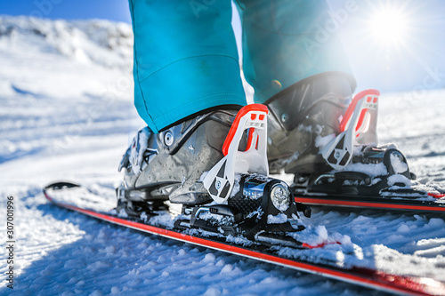 Photo Winter skis and detailed view of the ski bindings concept in sunny day