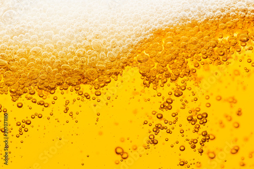 Fotografía Beer background with bubble froth texture foam pouring alcohol soda in glass hap