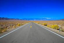 Endlos Lange Strasse Durch Die Einsamkeit, Kalifornien USA