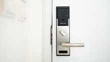 Electronic Lock On Door With White Key Card,Hotel Electronic Lock On Wooden Door