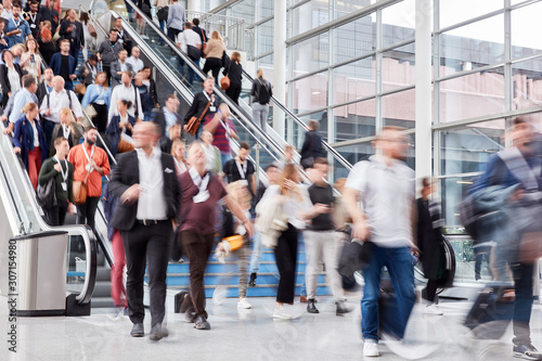 Many people on escalator at business trade fair Tableau sur Toile