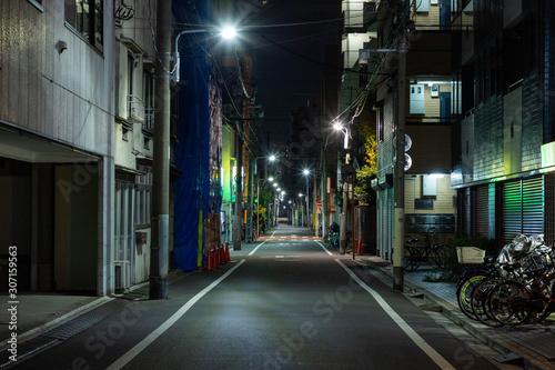 【東京都台東区】夜の街の道路 Fototapet