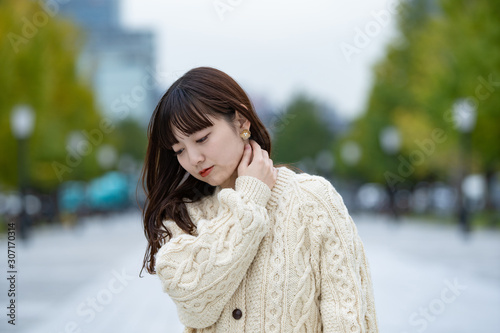 Canvas 肩こり・首こりに悩む女性