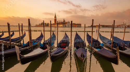 Türaufkleber Gondeln Gondolas moored in St. Mark's Square, San Giorgio Maggiore church in the background, Venice, Italy