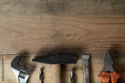 Cuadros en Lienzo  Metal hammer, pliers, screwdriver on an old workbench, top view