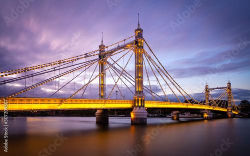 Photo  The Albert Bridge in London at nightfall