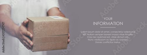 Fotografie, Obraz Deliveryman hold parcel box
