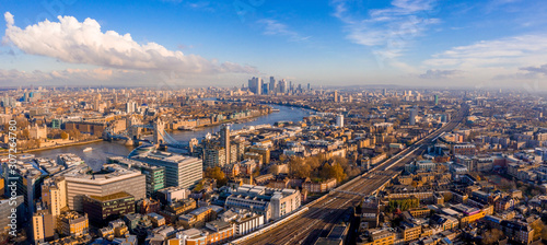 Obraz Panoramic aerial view of London, UK. Beautiful skyscrapers, river Thames and railway going through the city. - fototapety do salonu