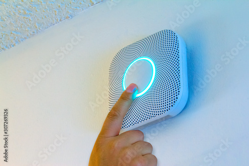 Valokuva Smoke and Carbon Monoxide Alarm being test