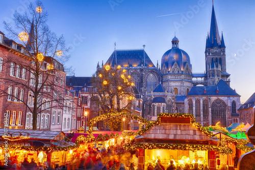 Weihnachtsmarkt rund um das Rathaus in Aachen Canvas Print