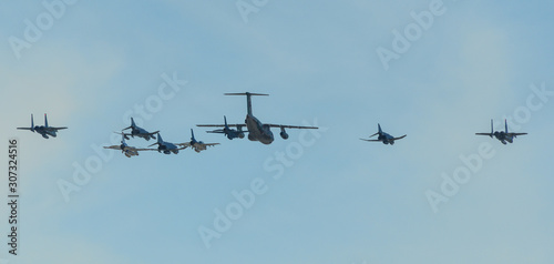 Military aircraft flying for display Canvas-taulu