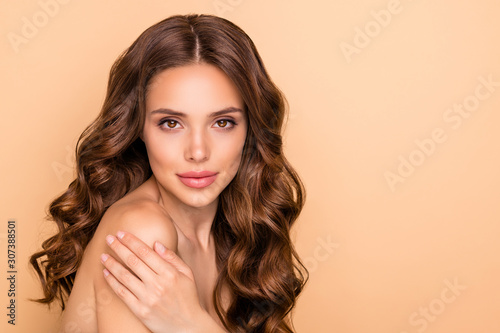 Photo Close-up portrait of nice attractive feminine sensual gorgeous wavy-haired girl