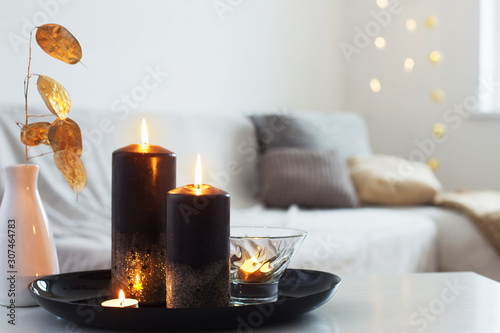 Spoed Foto op Canvas Europa black and golden candles on white table