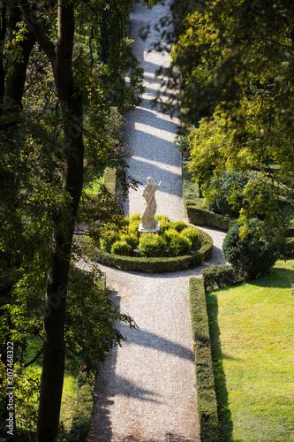 Foto op Aluminium Historisch mon. Path with statue in park, Verona, Italy