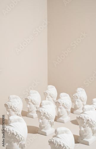 Foto op Aluminium Historisch mon. Statue heads pattern