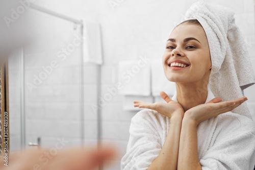 portrait of a woman in bathroom Tablou Canvas