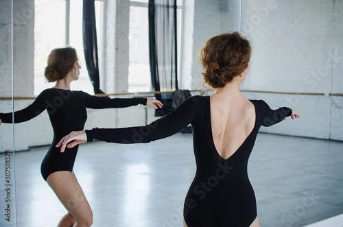Ballet dancer. Train in the studio. Workout. Fototapeta