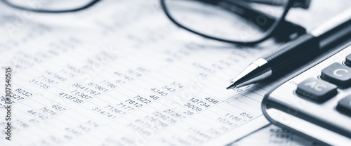 Fototapeta  Close-up Pen Calculator And Reading Glasses On Financial Report - Business Accounting Concept obraz