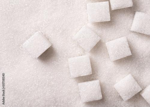 Obraz na plátně Loose granulated sugar and cubes close-up