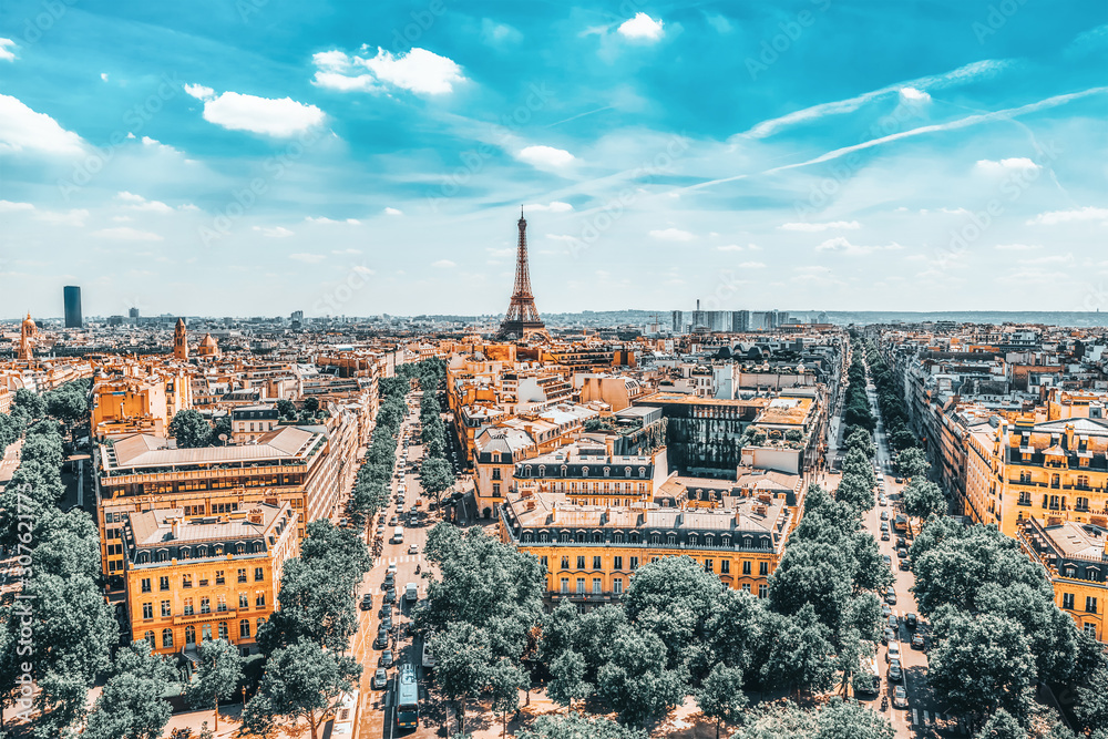 Fototapeta Beautiful panoramic view of Paris from the roof of the Triumphal Arch. View of the Eiffel Tower.