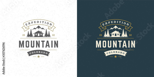 Foto Forest camping logo emblem vector summer camping illustration mountains with cab