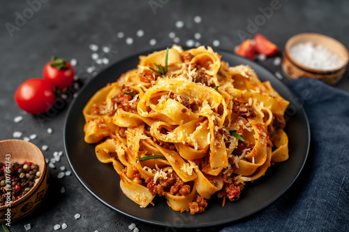 Fotografia Pasta Bolognese with spices, Italian pasta dish with minced meat and tomatoes in