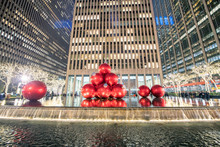NEW YORK CITY - DECEMBER 2018: Red Christmas Balls On A Fountain Along Fifth Avenue At Night