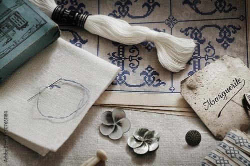 illustration pour des matériaux de couture et de broderie à l'ancienne Canvas Print