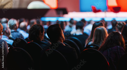 Spoed Foto op Canvas Europa Speaker on the stage with Rear view of Audience in the conference hall or seminar meeting, business and education concept