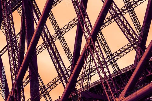 Fotografía  Sonnenuntergang am Stahlgerüst der Eisenbahnbrücke bei Edingburgh