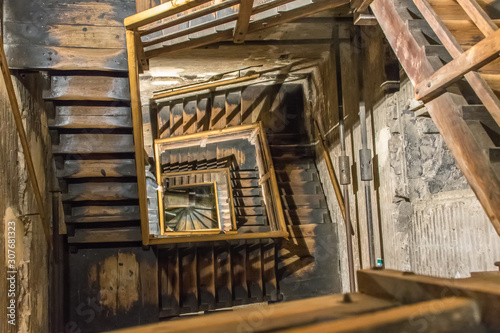 hölzernes Treppenhaus von oben