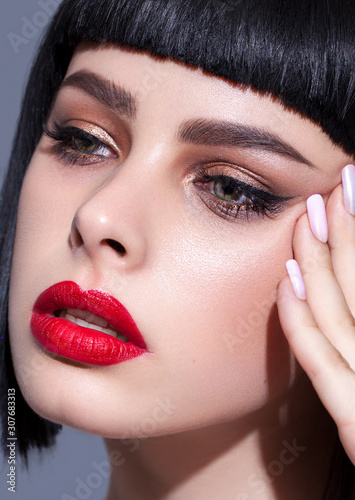Cuadros en Lienzo Portrait of young beautiful brunette model with colorful professional make up, b