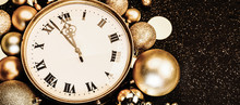 Gold Vintage Clock Decorated W...