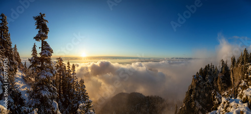 Photo  St Mark's Summit, in Howe Sound, North of Vancouver, British Columbia, Canada