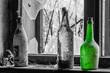 drei bunte flaschen in haus
