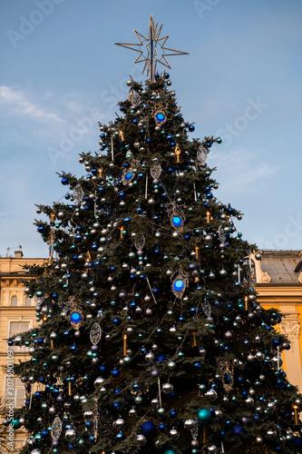 Obraz Choinka Boże Narodzenie na Rynku w Krakowie - fototapety do salonu
