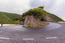 Curva En Una Carretera De Mont...