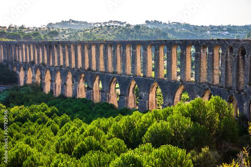panoramic view of an aqueduct in Tomar, Portugal Fototapet