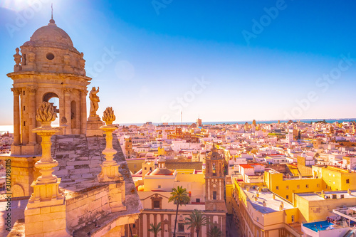 Photo Aerial view of the roofs of Cadiz, Spain, from the belfry of its Cathedral