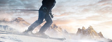 Skifahrer Bei Sonnenaufgang Auf Der Piste