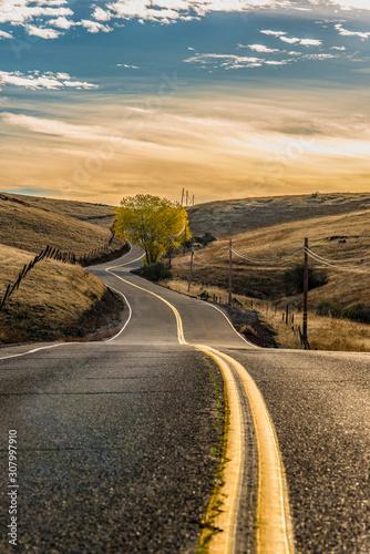obrazy-wiejskiej-drogi-o-wschodzie-slonca